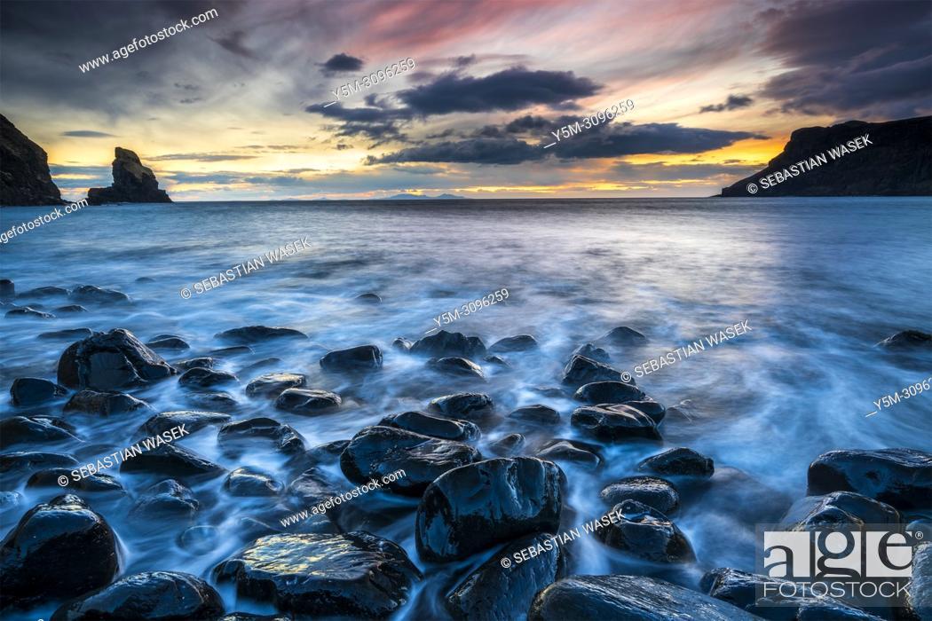 Stock Photo: Talisker Bay, Isle of Skye, Inner Hebrides, Scotland, United Kingdom, Europe.