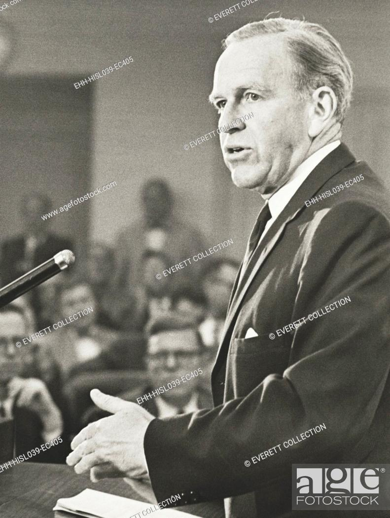 Imagen: Roswell Gilpatric, Deputy Secretary of Defense in the Kennedy Administration. He was handpicked by Kennedy for his previous Defense experience during Truman's.
