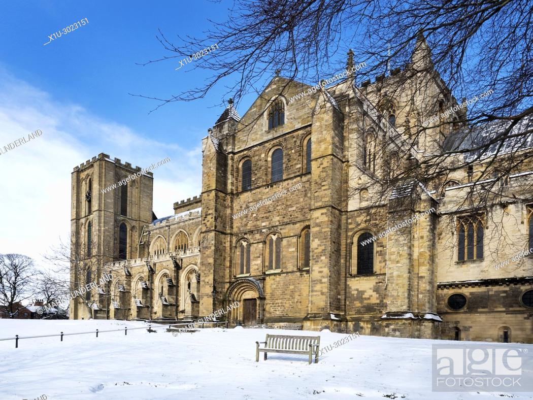 Imagen: The Cathedral in Winter at Ripon North Yorkshire England.