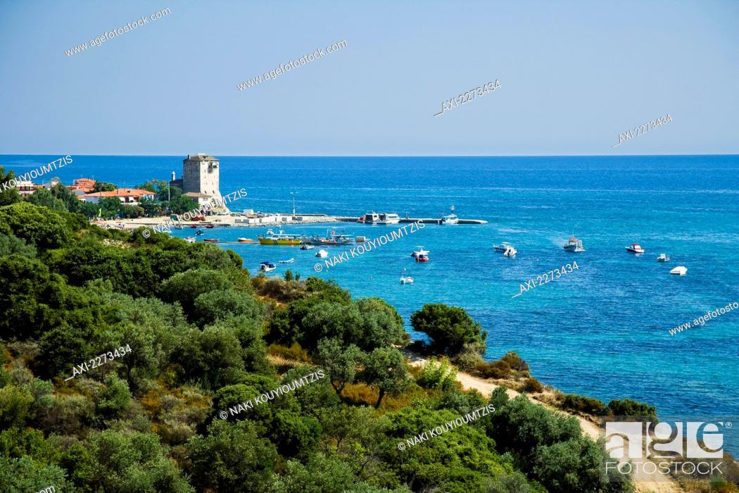 Imagen: Greece, Halkidiki, Tower of Prosforios in the distance; Ouranoupoli, View from the roadside with Byzantine tower.