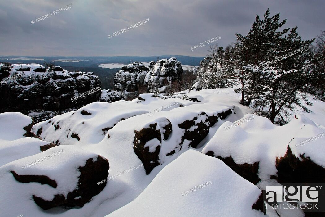 Stock Photo: Before Sunrise in a beautiful mountain landscape of Czech-Saxony.