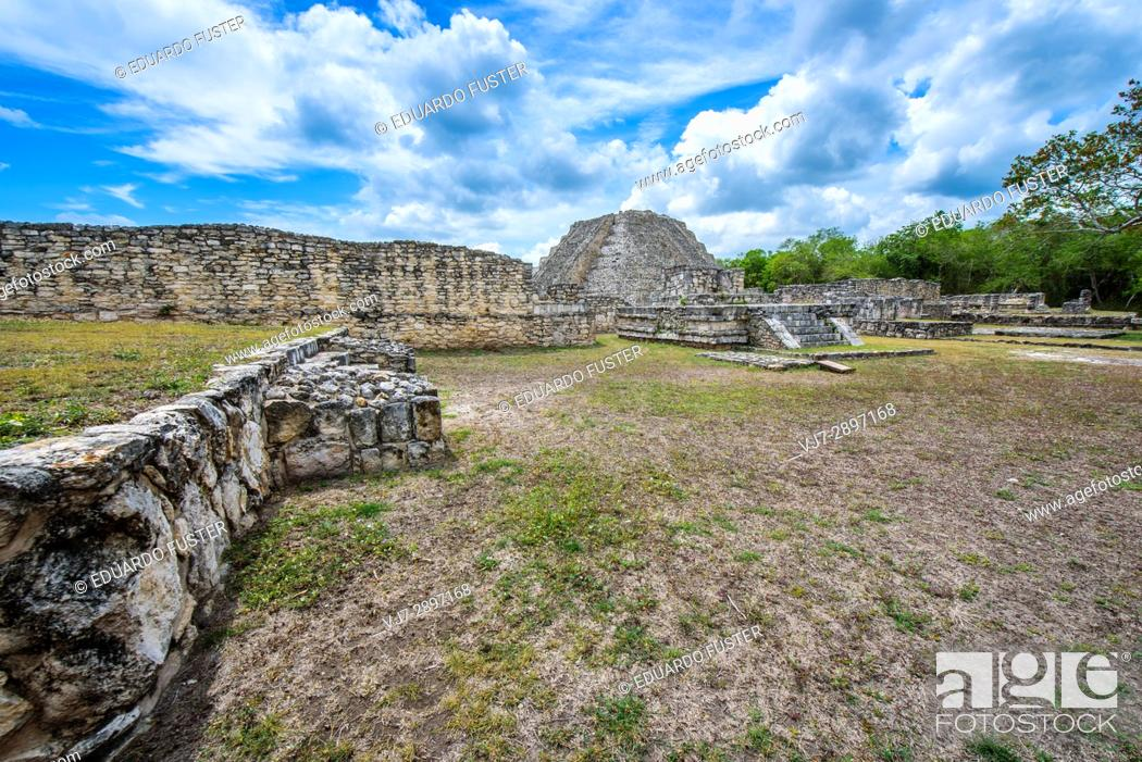 Stock Photo: Archeological mayan site of Mayapan, Yucatan (Mexico).