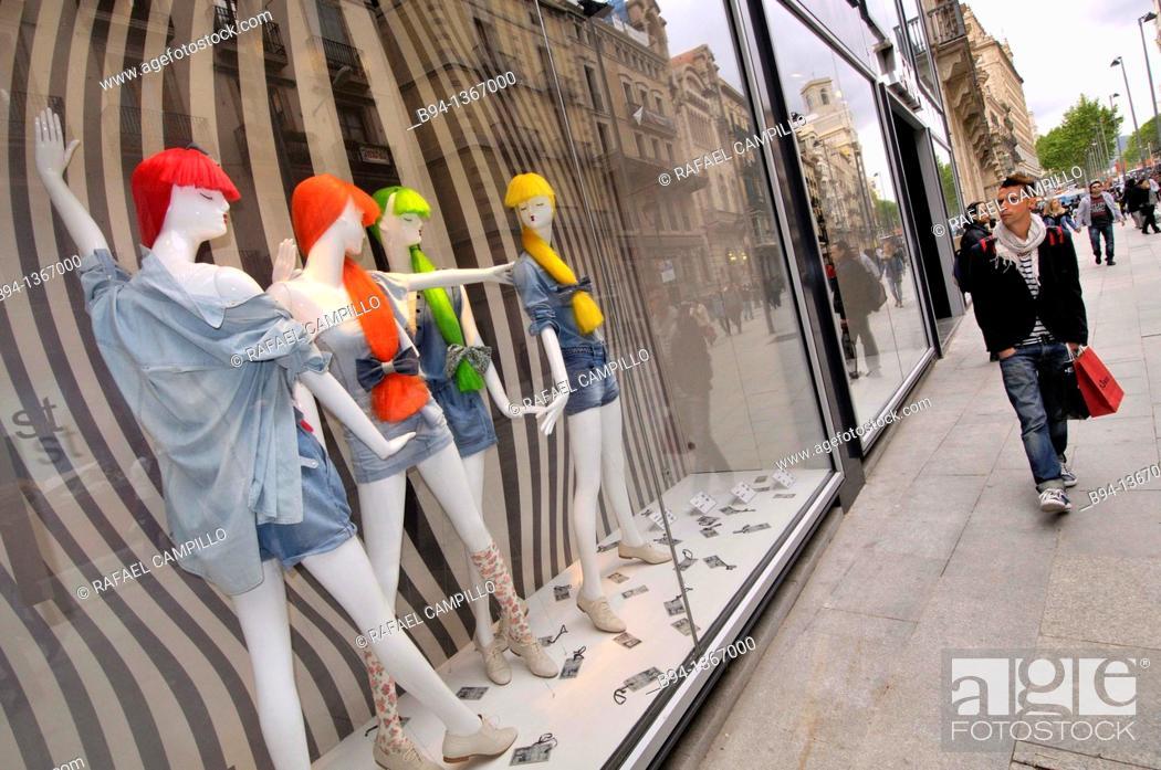 Showcase In Clothing Store Portal De L Angel Avenue Barcelona