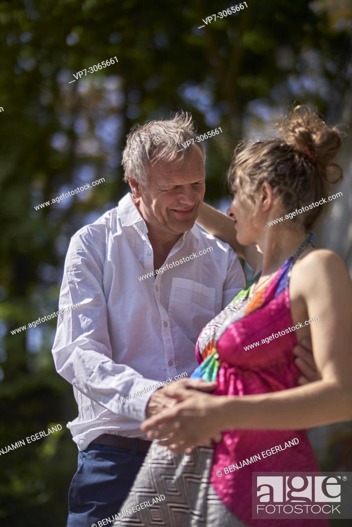 Photo de stock: Couple, pregnancy, age difference. Munich, Germany.