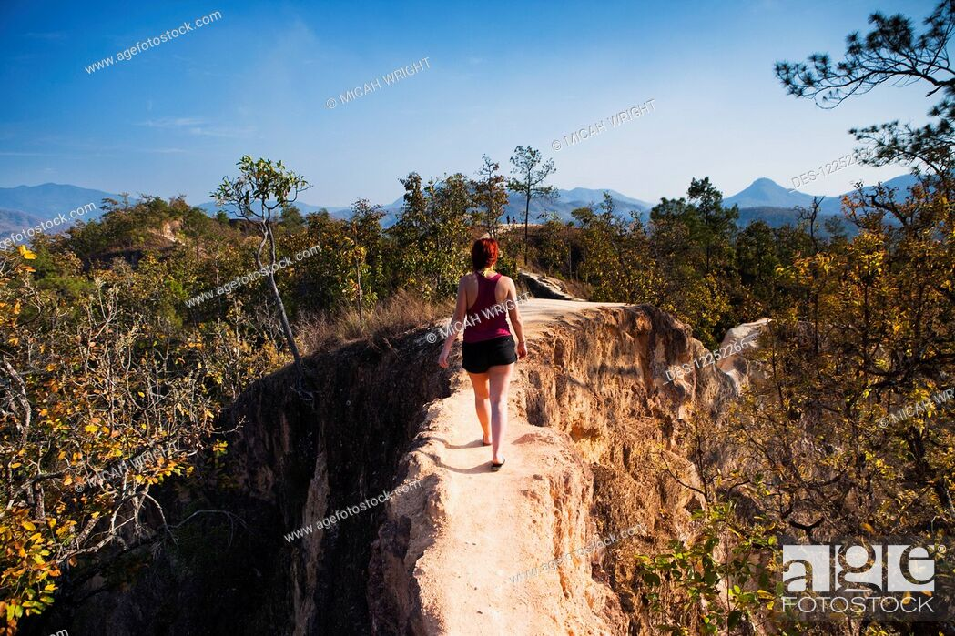 Imagen: Hiking through Pai Canyon just outside of Pai; Thailand.