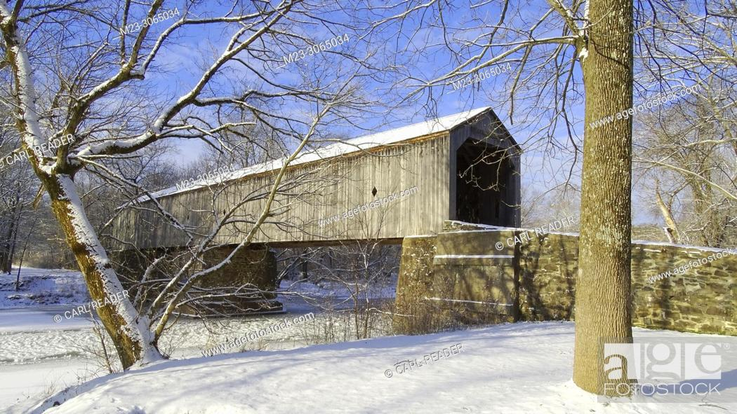 Stock Photo: A wooden covered bridge covered in snow, Pennsylvania, USA.