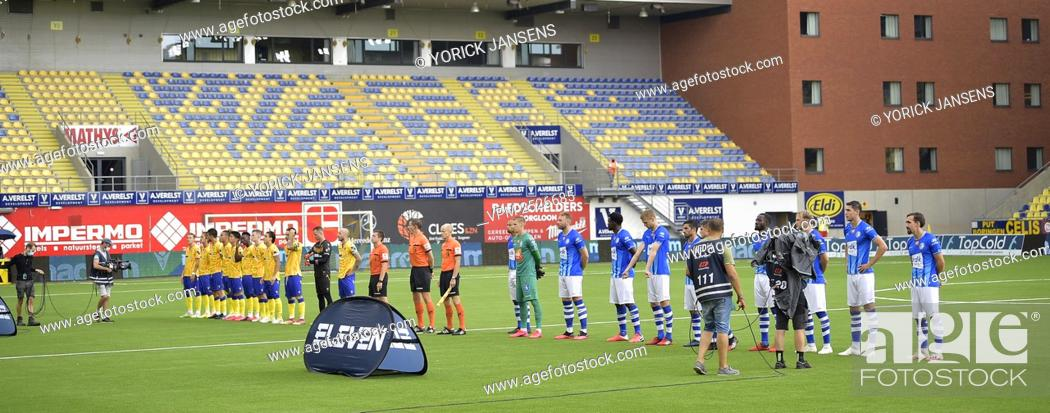 Imagen: STVV's players and Gent's players pictured before the start of the Jupiler Pro League match between STVV and KAA Gent, in Sint-Truiden, Sunday 09 August 2020.