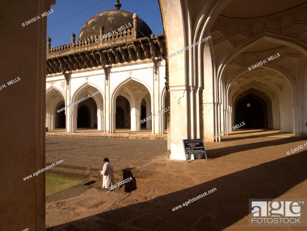 Stock Photo: Jama Masjid (Congregational Mosque) built by Ali Adil Shah I in 1578, in Bijapur, Karntaaka, India.