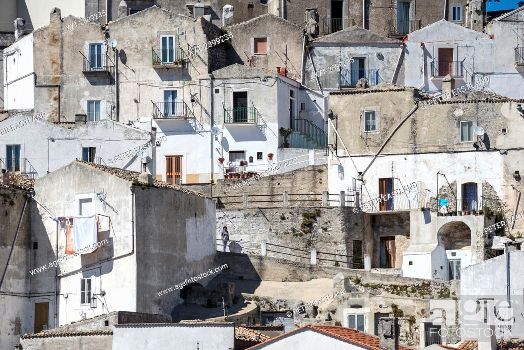 Imagen: The Rione Junno district of Monte Saint'Angelo on the Gargano Peninsula, Puglia, Southern Italy.