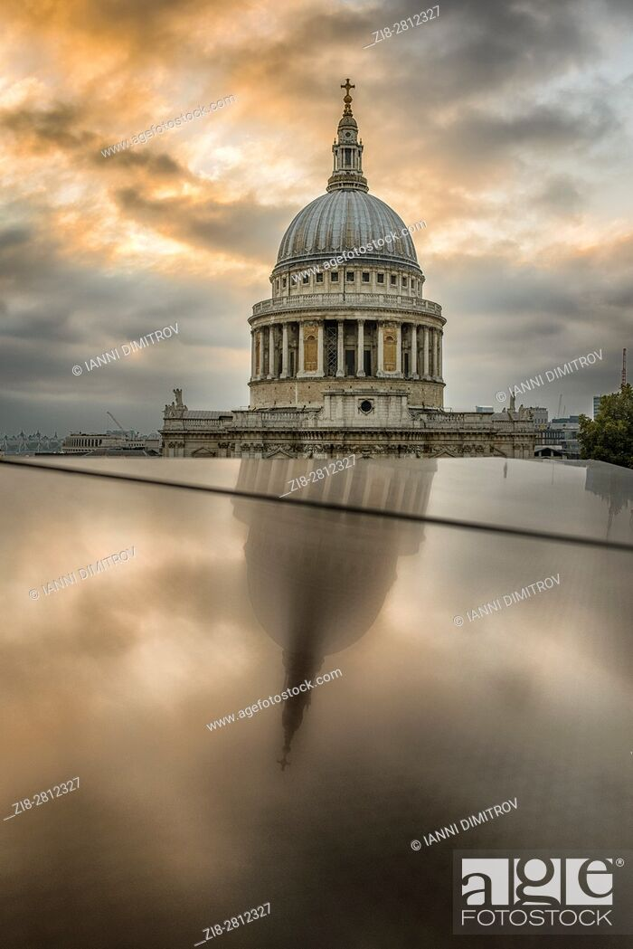 Stock Photo: England, London-The dome of Saint Paul's Cathedral, reflection.