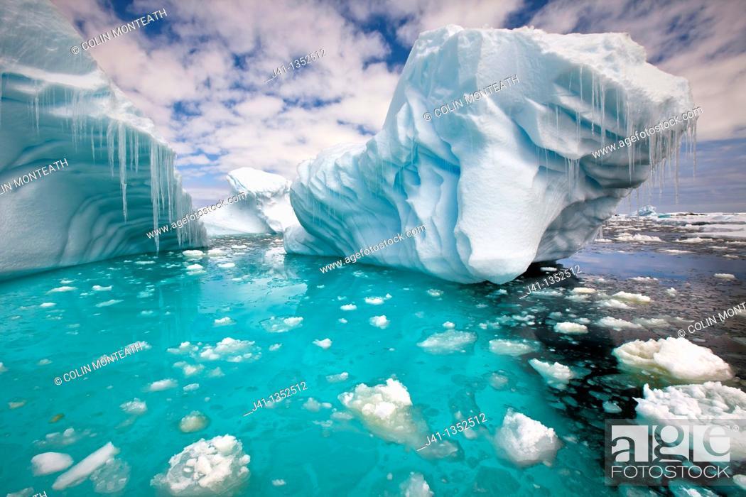 Imagen: Iceberg with icicles, Penola Strait, Antarctic Peninsula.
