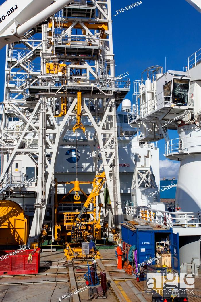 "Imagen: operations deck of Oilfield Intervention vessel ""Sarah""."