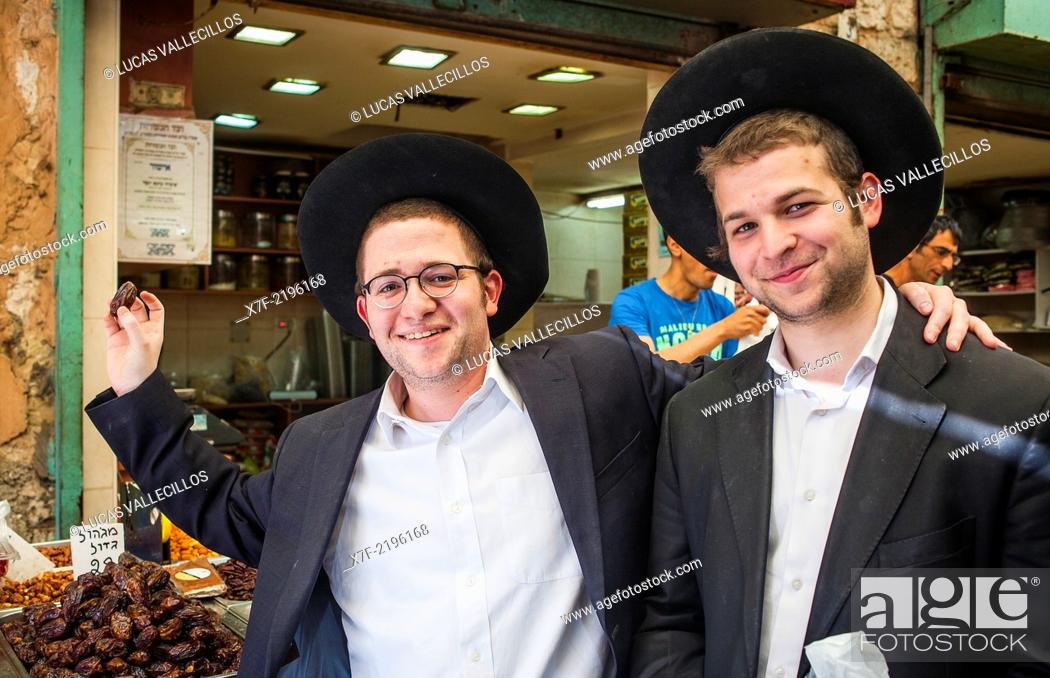 Friends, shows a date, Orthodox Jews, in Mahane Yehuda Market ...