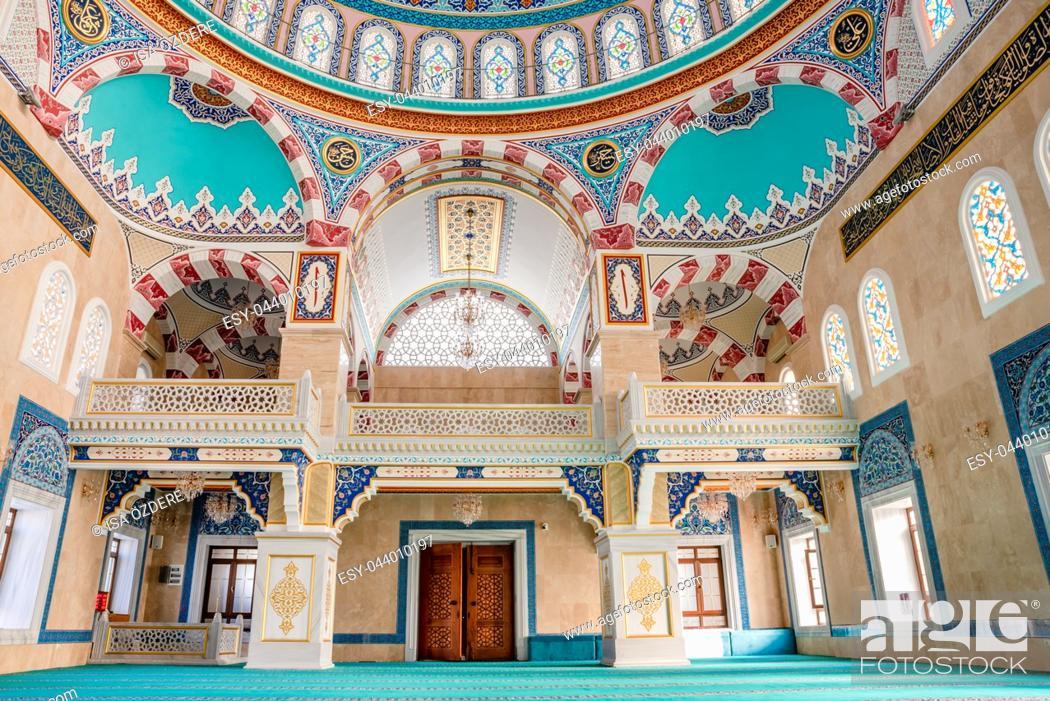 Imagen: Interior view of Center Isabey Mosque in Bursa,Turkey. 20 May 2018.