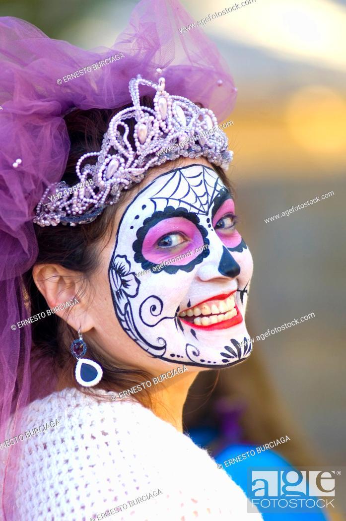 Stock Photo: Day of the Dead parade in Albuquerque, New Mexico  Dia de los Muertos.