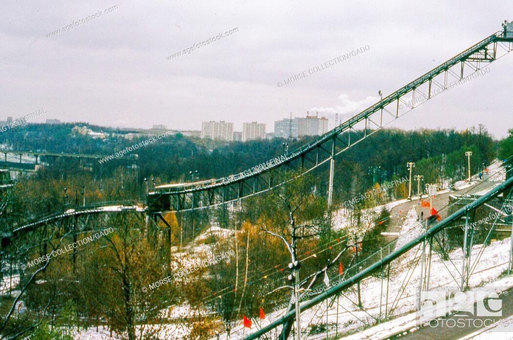 Imagen: View facing east of the ski jump inside Sparrow Hills (formerly Stalin Hills) Park, located on a steep embankment above a bend in the Moscow River, in Moscow.