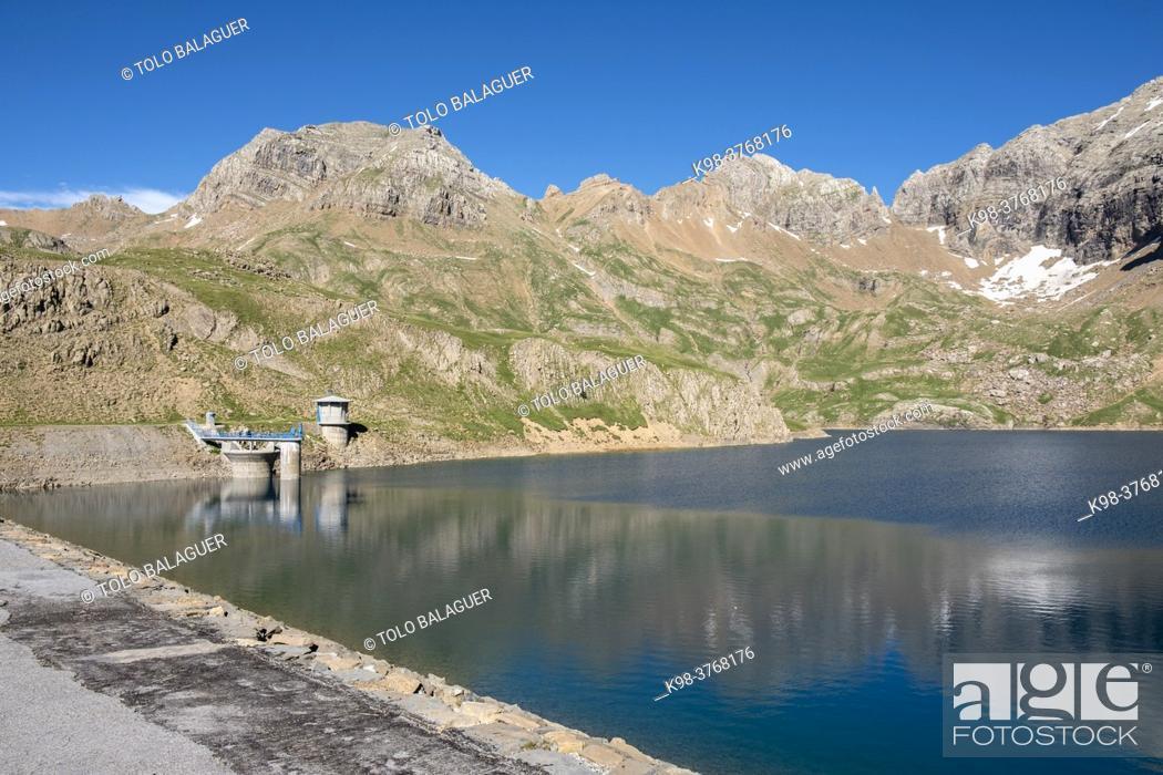 Stock Photo: Ip reservoir, Ip Valley, Jacetania, Huesca, Spain.