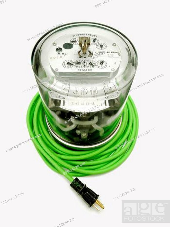 Imagen: Electrical supply meter with a green electrical power cord and a black plug.
