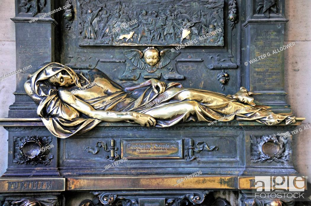 Stock Photo: Monument to Everard t?Serclaes, said to bring good luck, close to Grote Markt, Grand Place, Brussels, Belgium, Europe.