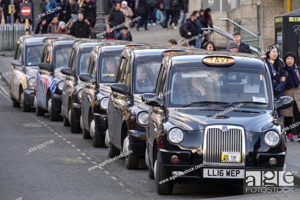 Imagen: Taxi rank, Edinburgh, Lowlands, Scotland, United Kingdom.