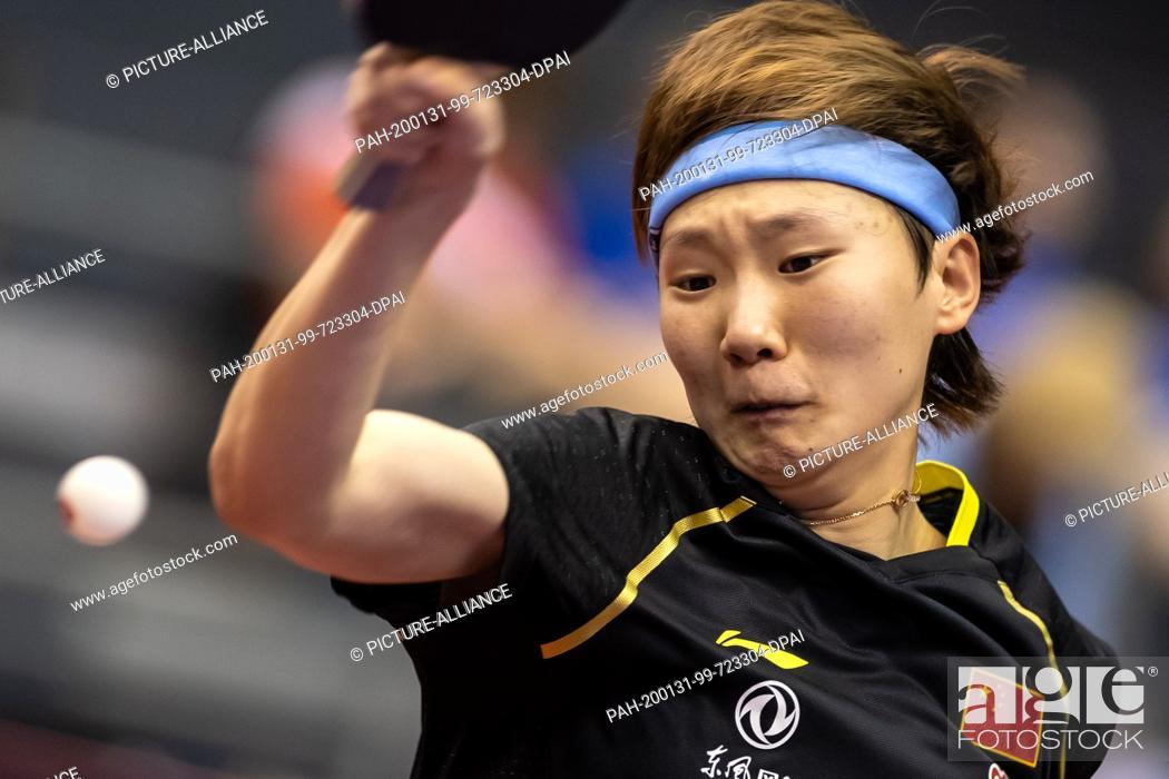 Imagen: 31 January 2020, Saxony-Anhalt, Magdeburg: Table tennis: German Open, women, singles, quarter finals, Wang (China) - Shibata (Japan).