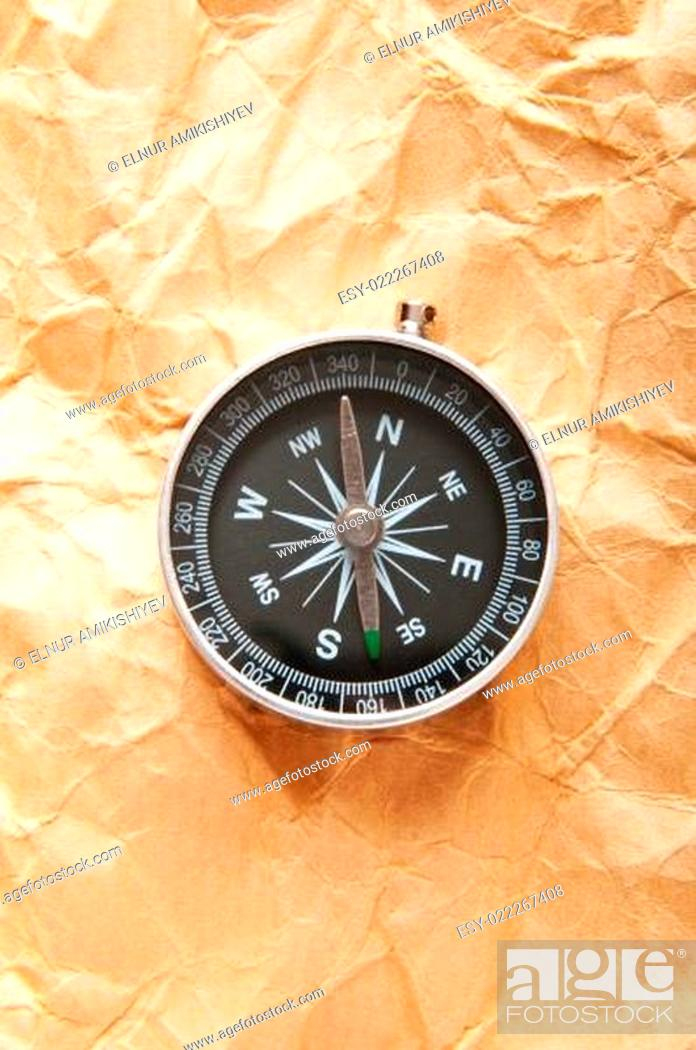 Imagen: Vintage compass on the paper in adventure concept.