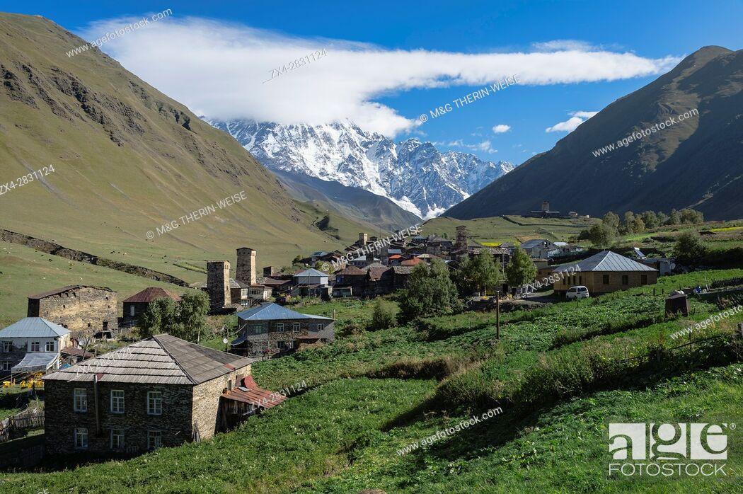 Imagen: Traditional medieval Svanetian tower houses, Ushguli village, Shkhara Moutains behind, Svaneti region, Georgia, Caucasus, Middle East, Asia.