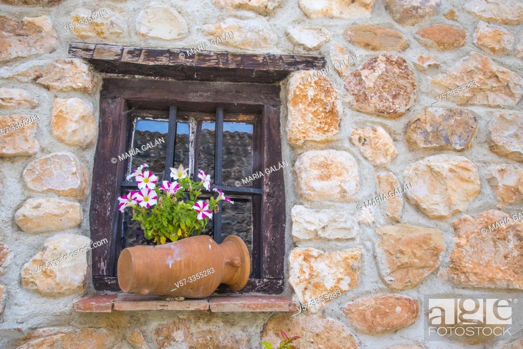 Imagen: Rustic window with plant pot. Covarrubias, Burgos province, Castilla Leon, Spain.