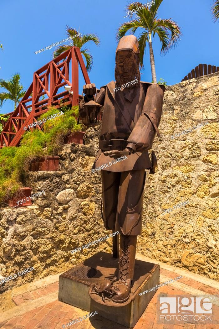 Imagen: Sculpture representing a man who has in his hand a chandelier in the old walled city of Cartagena de Indias. Bolivar; Colombia.