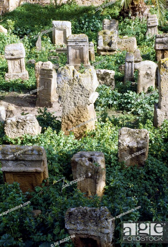 Imagen: Votive stele, Tophet (sanctuary) Phoenician-Punic Tanit and Baal Hammon, Archaeological Site of Carthage (Unesco World Heritage List, 1979), Tunisia.