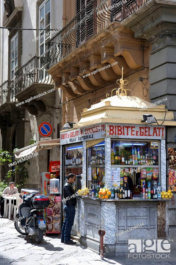 Stock Photo: Italy, Sicily, Palermo, stand selling drinks and gelati.