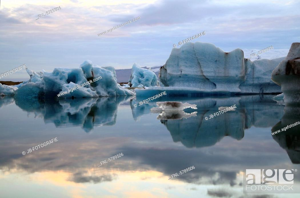 Stock Photo: Icebergs in glacier lake Jökulsárlón in front of glacier Vatnajökull, Iceland.