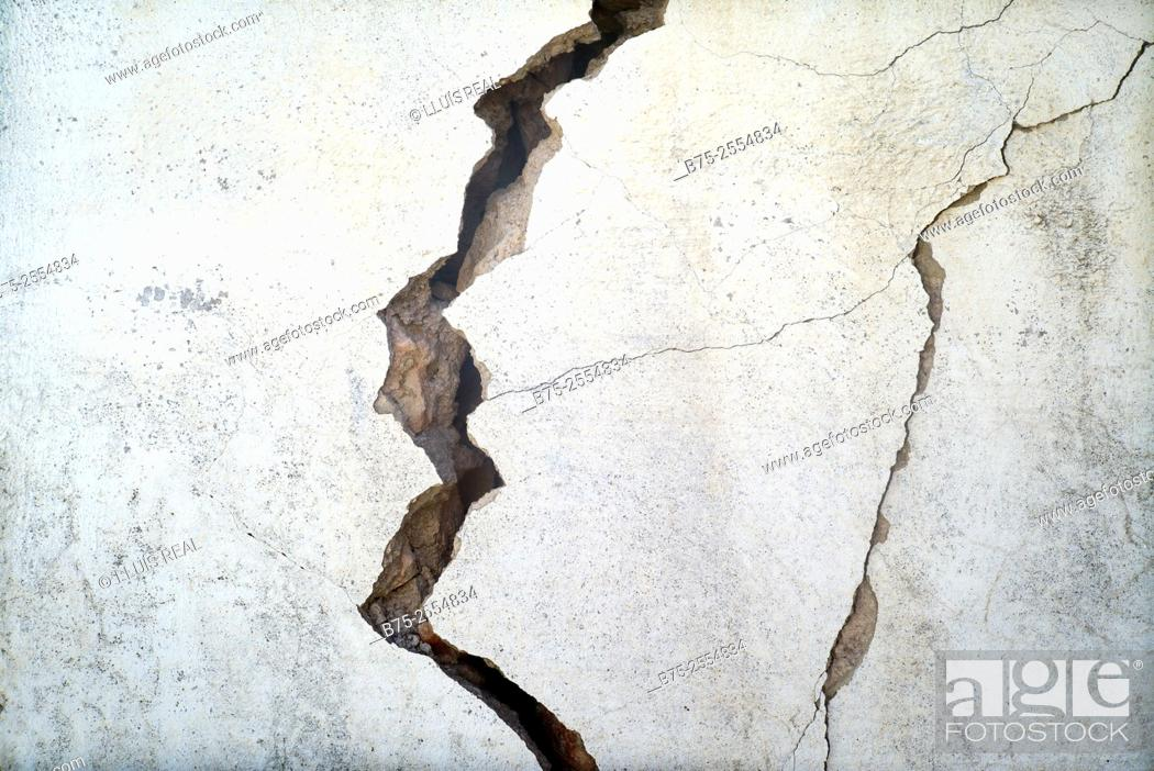 Stock Photo: Crack in a wall. Fez, Morocco, Africa.