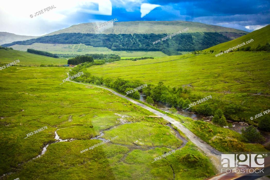 Imagen: Travel in train from Fort Willians to Glasgow, West Higland, Scotland, United Kingdom, Europe.