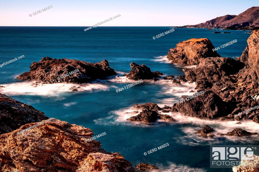 Stock Photo: Das Meer umspuehlt die Felsen an der Costa Calida i(Spanien) m Mittelmeer. 03.02.18 | usage worldwide. - Costa Calida, Cabo de Palos/Cartagena / Murcia/Spain.