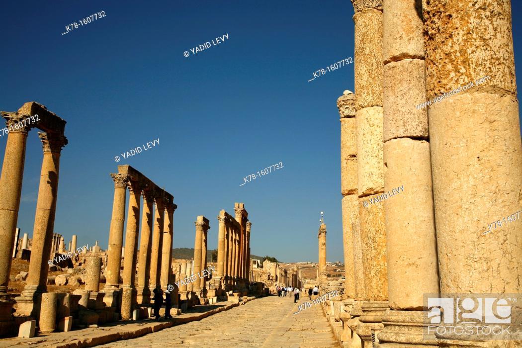 Stock Photo: Cardo Maximus, Jerash, Jordan.