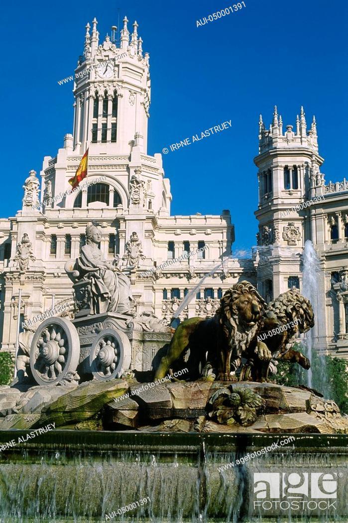 Stock Photo: Spain - Madrid - Plaza de las Cibeles - The Cibeles fountain - Communications Palace.