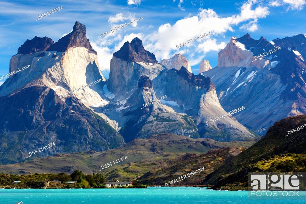 Photo de stock: Chile, Magallanes Region, Torres del Paine National Park, Lago Pehoe, morning landscape.