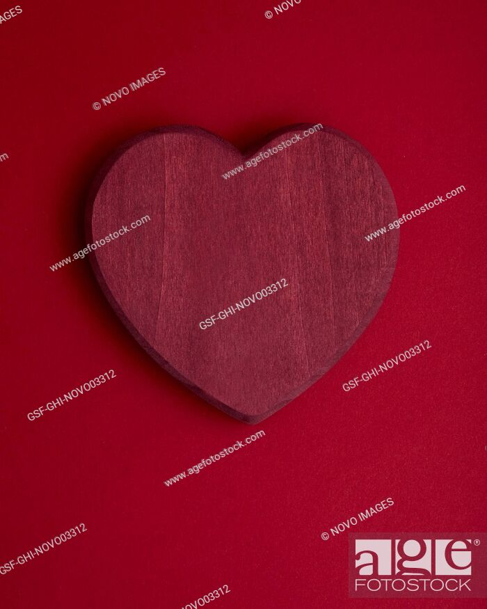 Imagen: Red Heart on Red Background.