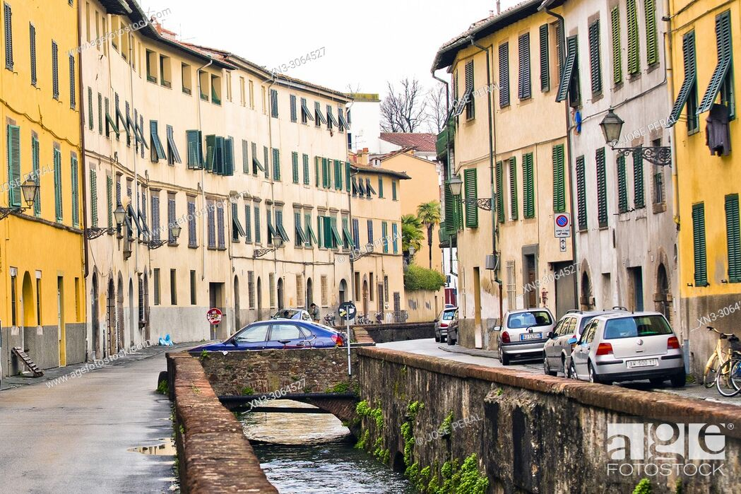 Imagen: Canal water, Via del Fosso street, Lucca, Tuscany, Italy, Europe.