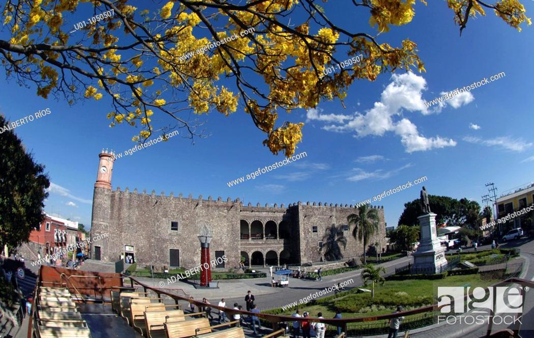 Stock Photo: El Palacio de Cortes fue construido por Hernan Cortes a partir de 1526 a remembranza del Alcazar de Diego Colon en Santo Domingo con sus muros almenas y.