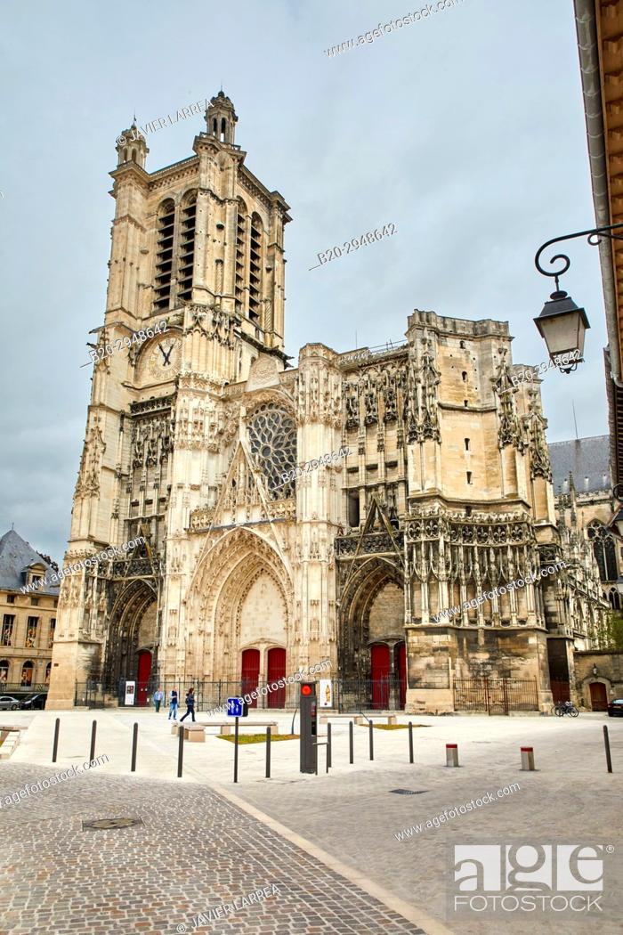 Imagen: Place Saint-Pierre, Cathedrale Saint-Pierre Saint-Paul, Troyes, Champagne-Ardenne Region, Aube Department, France, Europe.