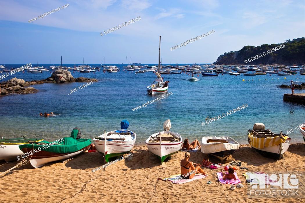 Photo de stock: Beach  Calella de Palafrugell, Palafrugell, Baix Empordá, Costa Brava, Girona Province, Catalonia, Spain.