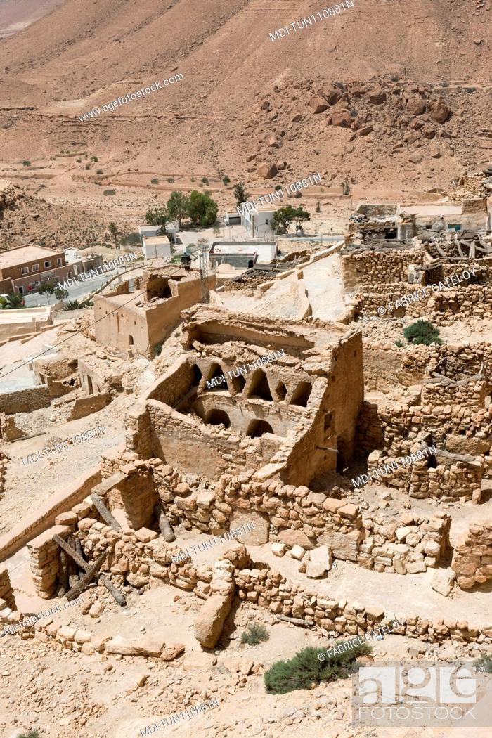 Imagen: Tunisia - Chenini - Courtyards of houses from the top of the village being restored.