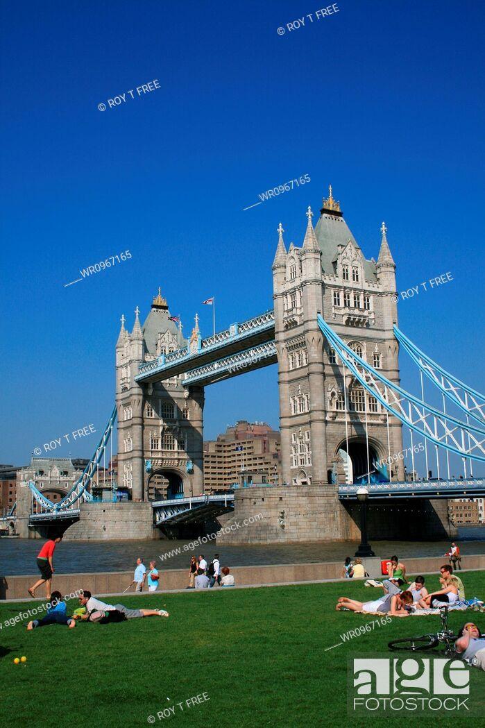 Stock Photo: United Kingdom, Europe, Green, Tourism, Tower, London, Place, Landmark, Bridge, Front, Lawn, Capitol, Touristic, Zone, Tower Bridge, Intrest