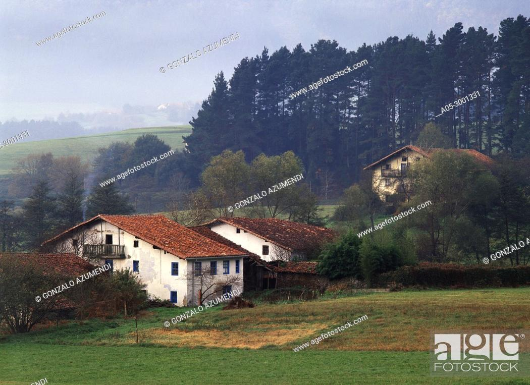 Photo de stock: Baserri. Housebarn. Busturia. Urdaibai Biosphere Reserve. Biscay, Basque Country, Spain.