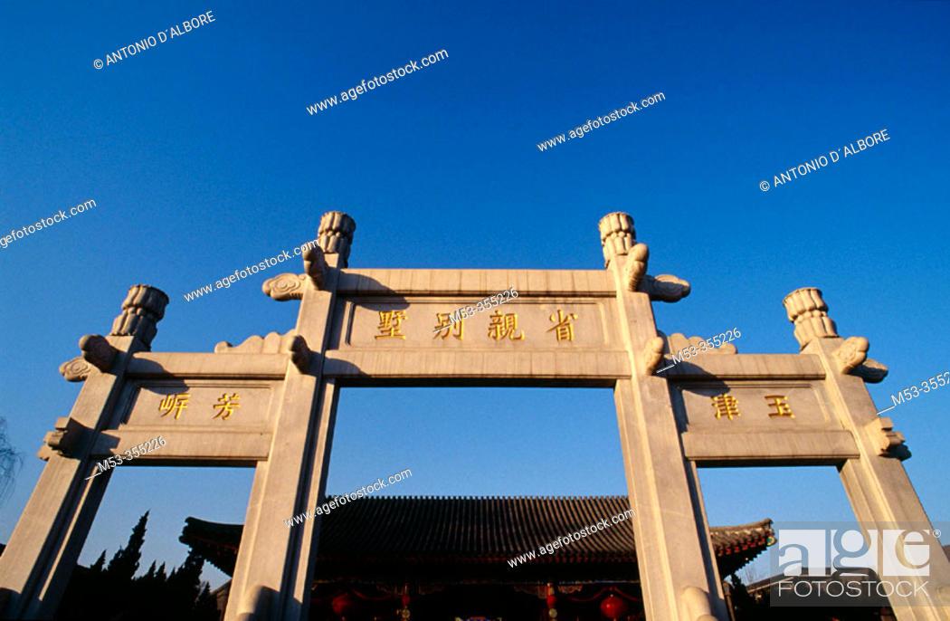 Stock Photo: Gate in Grand View Garden (Daguan Park). Beijing. China.