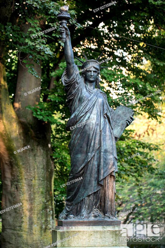 Paris Luxembourg Gardens Model Of, Statue Of Liberty Garden