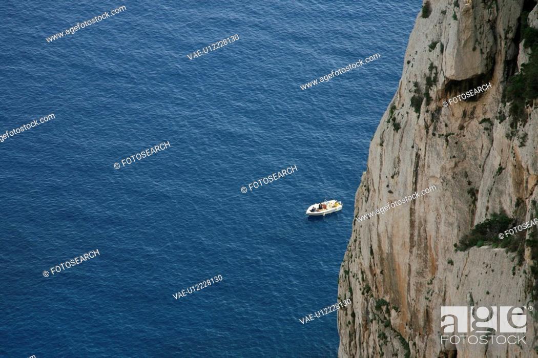 Stock Photo: blue, boat, caccia, cappo, comparison, difference, dimension.