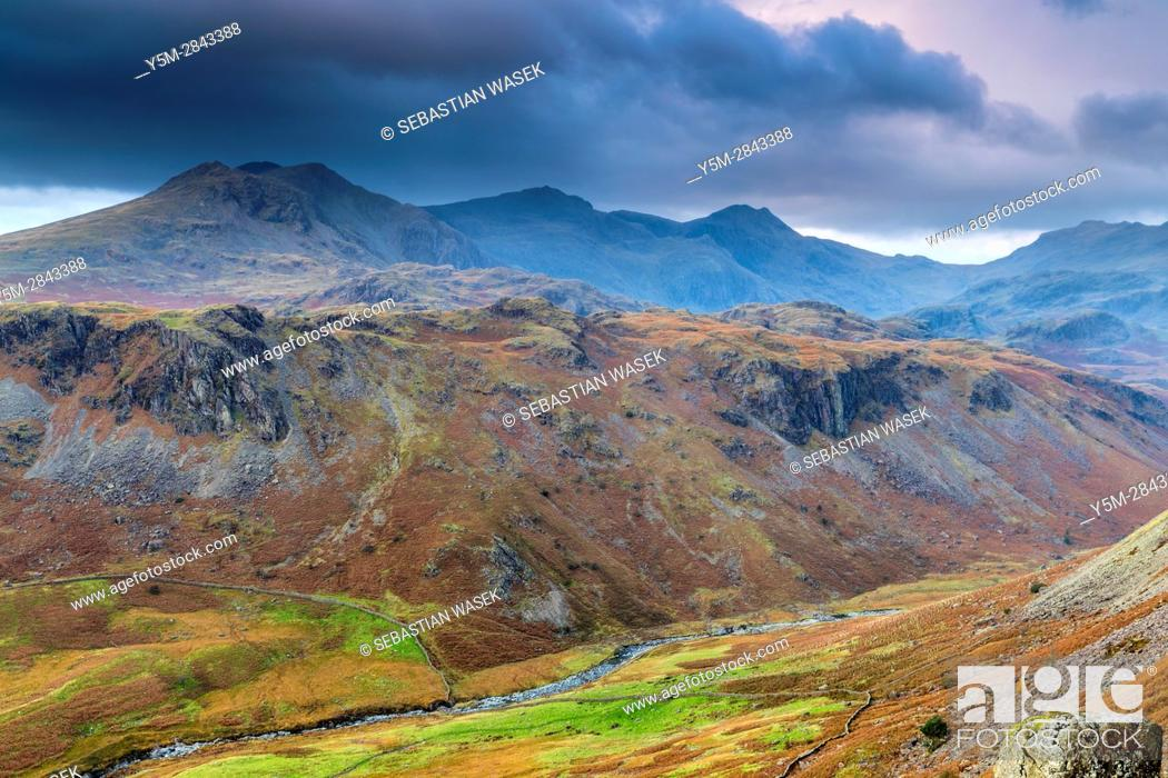 Imagen: Looking down from Hardknott Pass, Lake District National Park, Cumbria, England, United Kingdom, Europe.